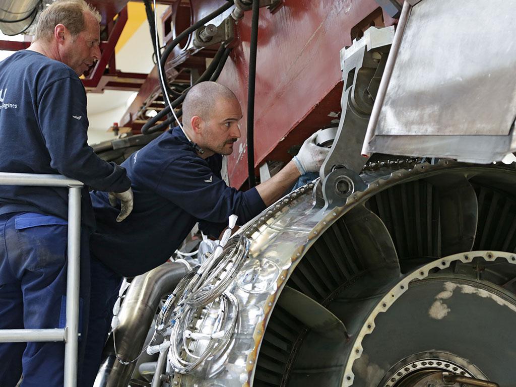 In das Projekt sind eine ganze Reihe von MTU-Fachbereichen involviert. Versuchsingenieure, Triebwerksmechaniker, Messtechniker, Analytiker, Instrumentierer und Erprober arbeiten eng zusammen.
